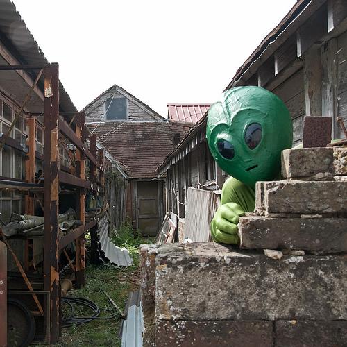 Peeping Alien